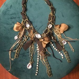 Jewelry - Brown and gold detail necklace !